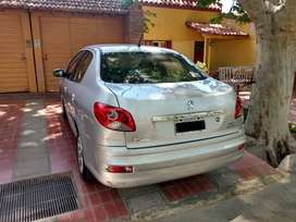 Vendo Peugeot 207 Allure Sedan. 2014 con 56.000km