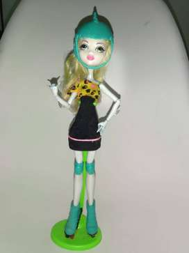Muñeca Monster High Lagoona Blue Patinadora