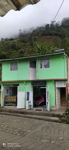 Se vende casa comercial en la sierra cundinamarca, a 3 horas de Bogotá, dos locales comerciales un apartamento