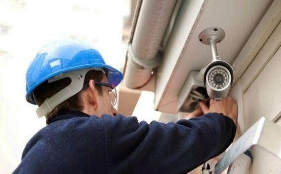 Mantenimiento y instalaciones de redes electrisicas , paneles solares y camas de seguridad intalacion de redes aereas 0