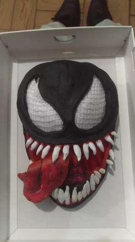Vendo máscara decorativa Venom