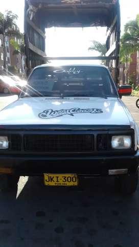 Se vende camioneta Luv 1600 en estacas o se cambia por carro