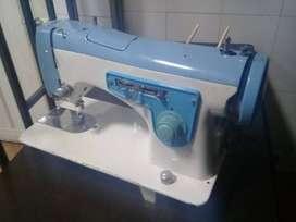 Maquina de coser Familiar Zig ZAG 100% funcional motor nuevo Negociable