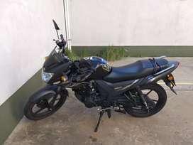 Vendo moto yamaha sz negra impecable