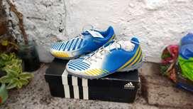 Botines Adidas con los colores de la selección Argentina