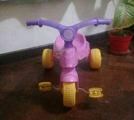 Triciclo de plástico para niña