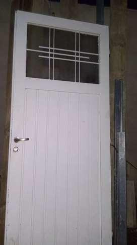 Vendo puerta exelente estado...