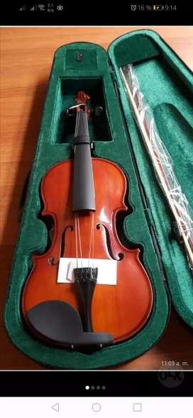 Vendo violín nuevo primer usa 4/4