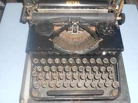 Antigua maquina de escribir Royal segunda mano  Villa Pueyrredón, Capital Federal
