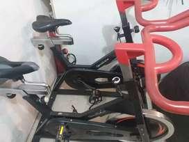 Bicicletas estáticas y elíptica