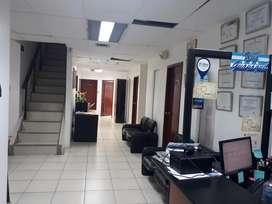 En Venta de Oficina en C.C. Alban Borja - J. MONCADA