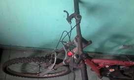 Vendo bici con amortiguadores rod 26 falta un buen servi no bajo ni llevo a dom