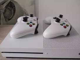 Vendo XBOX ONE S + 2 controles