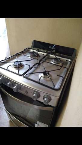 Vendo cocina whirpool a gas. En buen estado casi nueva