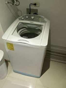 Se vende lavadora en excelente estado