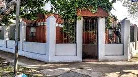 Vendo casa sobre Av La plata Quilmes