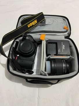 Cámara Nikon D3400 con lente de 18-55mm, Incluye memoria de 2Gb + Cargador + Estuche