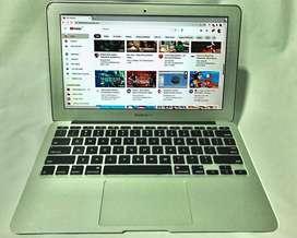Macbook Air 11 mid 2011 core i5 2 GB RAM 64 GB SSD SIN CARGADOR!