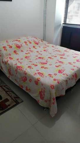 Colchón + base cama color negro patas metálicas 1,60 x 1,90