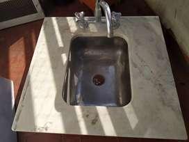 Pileta lavadero con mesada y canilla