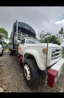 Vendo camion dodge  600 en muy buenas condiciones