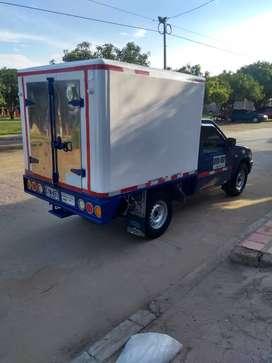 Se vende camioneta tipo furgón