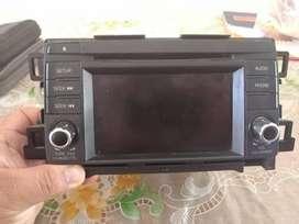 Autoradio Sanyo de vehiculo Mazda con lector de disco y pantalla