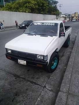 Vendo camioneta Nissan 2400 año 98 full a/c recién reparada.