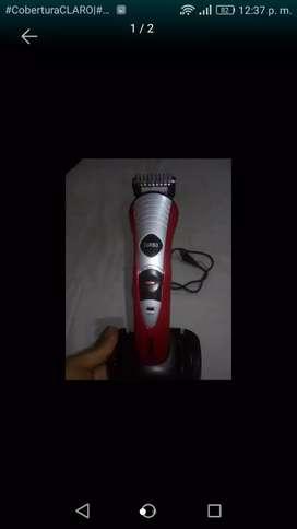 Vendo máquina de afeitar inalámbrica roja con gris en buen estado