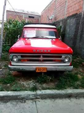 Se vende camioneta en buen estado , motor todo reparado vidrios en buen estado