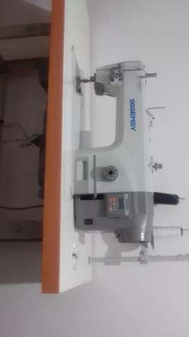 Vendo máquina plana sggemsy electrónica motor ahorrador exelente estado poco tiempo de uso con documentos al dia