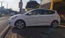 Se vende hyundai accent hatchback 2012