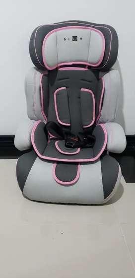 Vendo silla bebé-niñ@ para auto. Nueva poco uso.