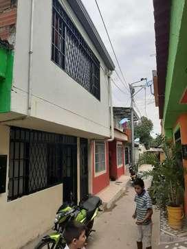 Se vende casa de dos pisos barrio las palmas neiva