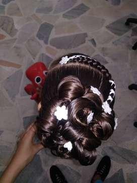 Niñera, oficios varios, peinados para Dama y niña