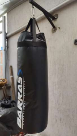 Saco de Boxeo + Soporte para pared