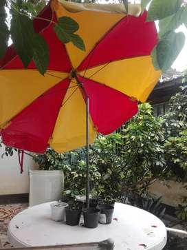 Sombrilla playera y de jardin 1.60 de diam plavilon. $1600