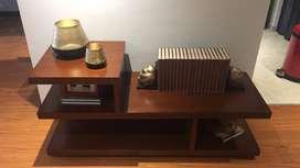 Mueble de TV 100% en madera, perfecto estado.