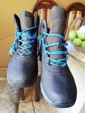 Zapatillas americanas   marca MERRRELL Hikers de cuero  ORIGINALES con membrana resistente al agua