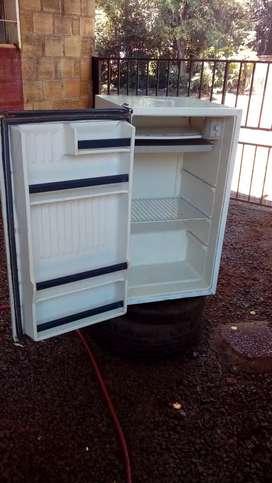 Vendo frigobar funciona joya
