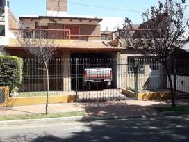 Dueño vende permuta casa con departamento