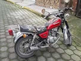De oportunidad vendo moto suzuki en perfectas condiciones mecanicas.
