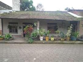 Se vende Casa en la troncal frente al iess solar de  10x25