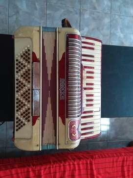 Vendo acordeon marca moresschi 120 bajos