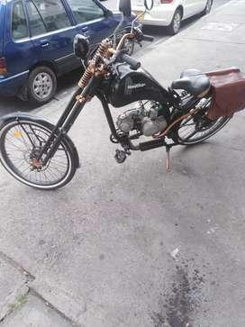 Vendo ciclomotor de 4 tiempos con motor de moto