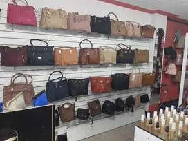 Local de bisuteria,Carteras,relojeriay mas  en venta centro de Sacedo