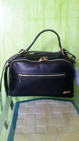 Hermoso bolso en cuero