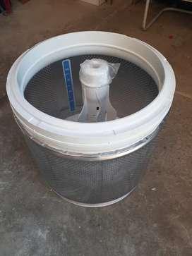 Vendo tina sin agitador para lavadora Whirpool mexicana.