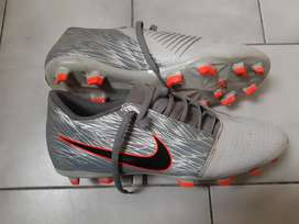 Pupos  Nike Phantom VNM
