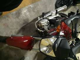 Vendo moto  honda titan casi  tiene 2 meses de uso0km